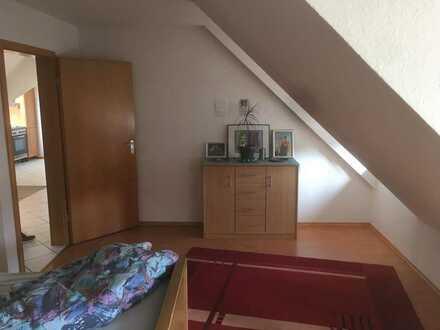 Haustierfreundliche 2-Zimmer-DG-Wohnung mit EBK in Münchweiler