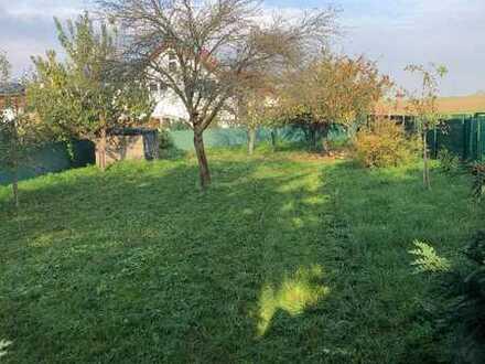 Reserviert! 2 FH in schöne Feldrandlage herrlich großer Garten, zwei Garagen + Erweiterungspotenzial