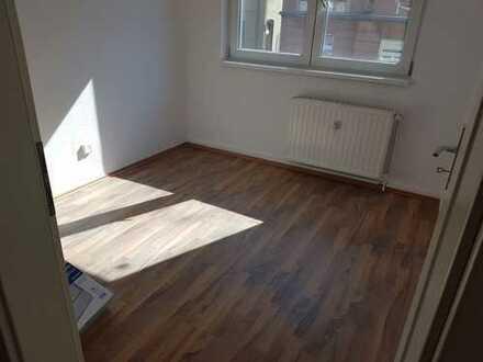 kernsanierte 2 Zimmer-Wohnung** in Bochum-Riemke