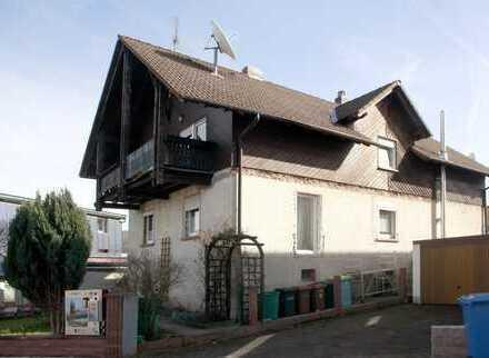 Ein- bis Zweifamilienhaus in attraktiver Wohnlage.(Muss neu verputzt werden)