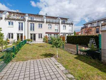 Erstbezug: modernes und großzügiges Reihenmittelhaus mit Dachterrasse und Garten in Hohenschönhausen