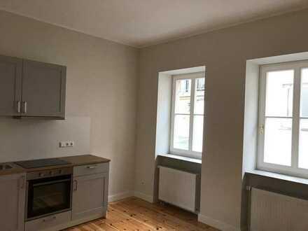 2-Zimmer-Wohnung in Altbau, 35 m2, kernsaniertes Stadthaus von 1850, inklusive Küche