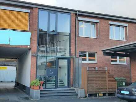 Büro/Praxis 220 qm mit 7 Räumen ab 2021 zu vermieten in Köln-Bickendorf