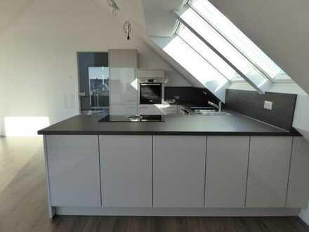 Sonnige, exklusive 3 Zimmer Dachgeschoss Wohnung mit herrlicher Aussicht und EBK