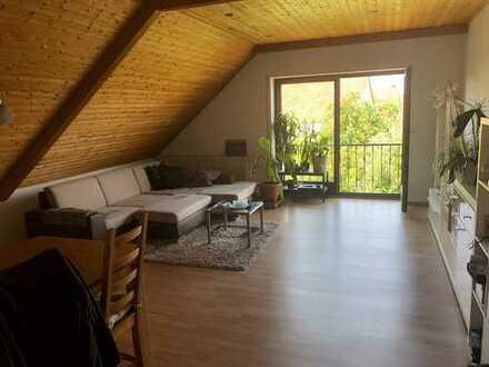 Freundliche 4-Zimmerwohnung mit gemütlichem Kachelofen und moderner Einbauküche in Winkelhaid