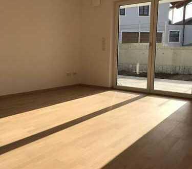 MH Immobilien-Neubau-Terrasse-Garten-Einbauküche - sehr ansprechende Wohnung