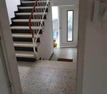 93 m²; 3,5/4 Zi.; Terrasse, Garten und Garage, renoviert und super hell