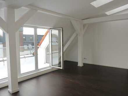 Sanierte* DG-Terrassen-Wohnung mit Lift nahe Wilmersdorfer Einkaufsmeile*EBK*Parkett* Teilgewerblich