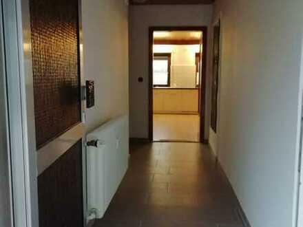 Gepflegte 3-Zimmer-Wohnung mit Balkon und EBK in Mainz-Bingen (Kreis)