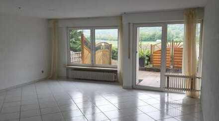 Neu renoviert - kurzfristig beziehbar - mit Einbauküche und Garage!