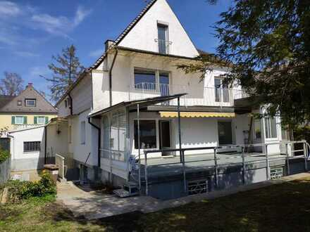 Stilvolle, gepflegte 4-Zimmer-Wohnung mit Balkon in Aubing, München