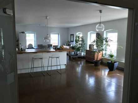 Mitbewohner für tolle 205m² Wohnung im Industrie-Loft-Ambiente gesucht. 2 eigene Zimmer mit ca. 35m²