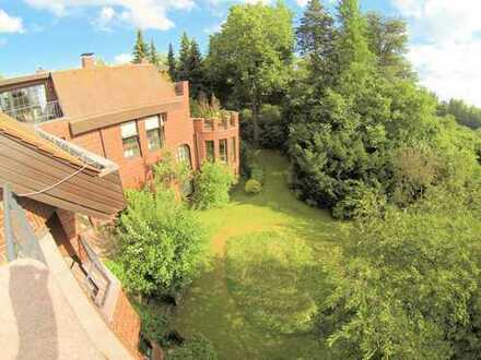 elegant flat 200 sqms, big garden in the park in the city