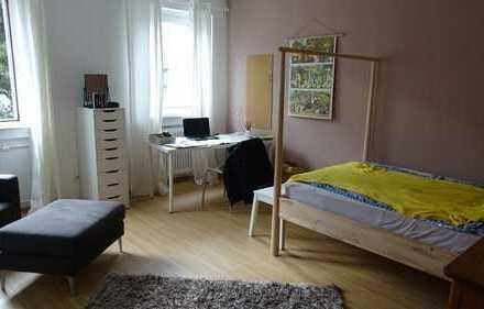 Attraktive, möblierte 3-Zimmer-Wohnung in sehr guter Lage von Höchst