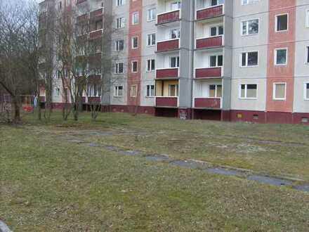 Wohnblock mit 6 Etagen und 5 Eingängen in ruhiger grüner Lage zu verkaufen