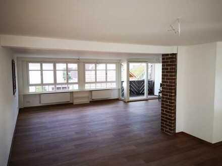 Saniertes Bauernhaus mit Einbauküche und Balkon: schöne 3,5-Zimmer-EG-Wohnung in Waldkirch