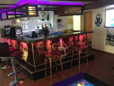 Gut laufende Bar/Lounge mit Wohnung abzugeben