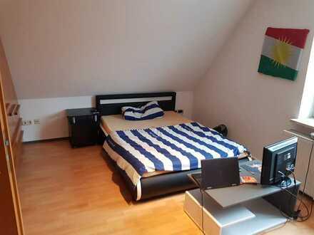 Schlafzimmer + Arbeitszimmer in 2er WG /Voll möbliert