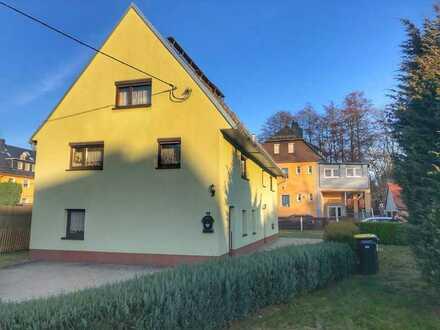feines, kleines, von außen saniertes Einfamilienhaus auf schönem Grundstück