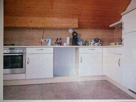 Gepflegte 2,5 Raum-DG-Wohnung mit Balkon und Einbauküche in Hattenhofen