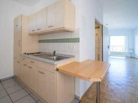 Geräumige und renovierte 1-Zimmer-Wohnung mit Balkon und EBK in Geisenheim für Senioren