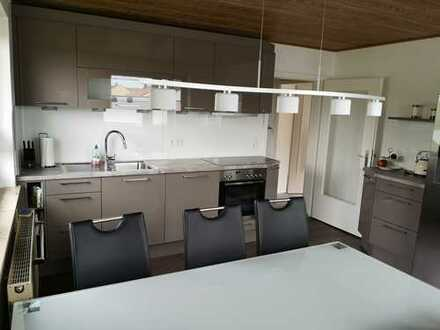 Vollständig renovierte 3-Zimmer-Wohnung mit Balkon und Einbauküche in Hepberg