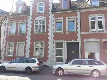 Modernisierte 3-Zimmer-DG-Wohnung mit Terrasse in Duisburg