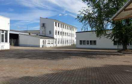 funktionales Bürogebäude in neustrukturiertem Gewerbehof