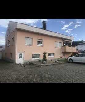 Gepflegte 5-Raum-Hochparterre-Wohnung mit großem Balkon und Einbauküche in Donzdorf