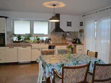 Schönes, geräumiges Einfamilienhaus mit vier Zimmern in Tübingen (Kreis), Dußlingen