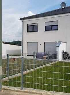 Kösching-Kasing, Sonnige Doppelhaushälfte in ruhiger Wohnlage