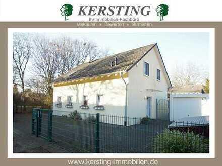 KR-Fischeln! Neuwertiges freistehendes Einfamilienhaus (Bj. 2004) mit zwei Garagen!