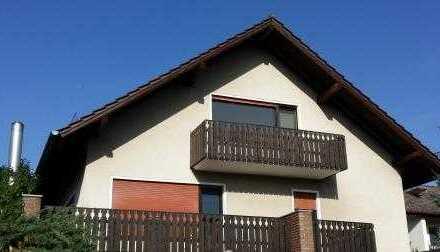 Große und Lichtdurchflutete modernisierte 3-Zimmer-DG-Wohnung mit Balkon und EBK in Meissner