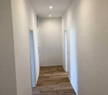 Kernsanierte,helle 2-Zimmerwohnung mit Parkettboden usw.