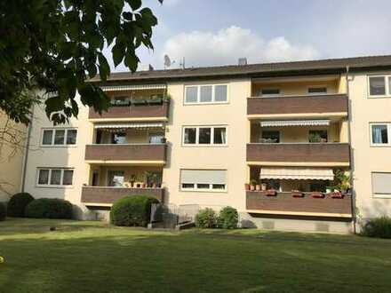 Exklusive 4-Zimmer-Hochparterre-Wohnung mit Balkon in Mauenheim, Köln