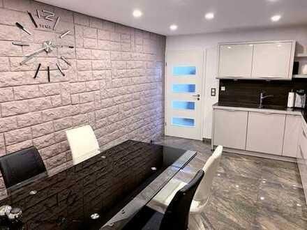 Exklusive, sanierte 4-Zimmer-Wohnung mit Balkon/Garten und Einbauküche in Hepberg