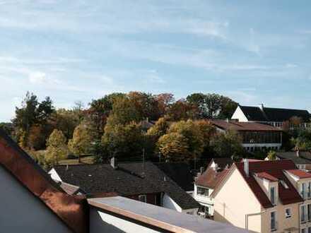 Neuwertige 3 - Zi.-Dachgeschoß Wohnung mit Galerie - Beste Austattung in zentraler Lage