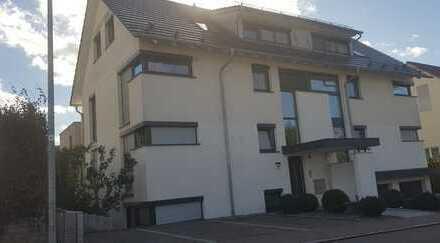 NEUWERTIG! 4,5 Zim. Maisonetten-Whg.: Balkon, Niedrigenergiehaus, EXCLUSIVE Ausstattung, 3 Fam.Haus