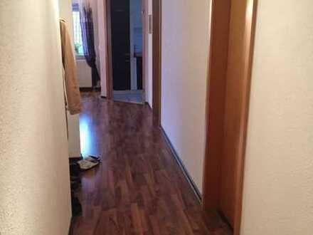 Gut ausgestattete Maisonette-Wohnung mit zwei Zimmern sowie Balkon und Einbauküche in Oberderdingen