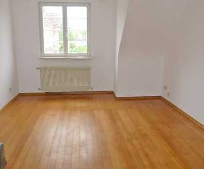 5212 - Gemütliche 3-Zimmer-Altbauwohnung mit Einbauküche und verglaster Loggia in Weiher