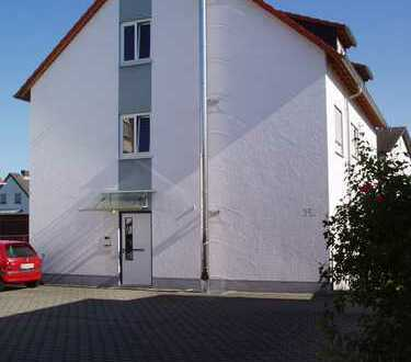 Von Privat: Attraktive Dachgeschosswohnung mit drei Zimmern und Balkon in Weiterstadt (Stadt)