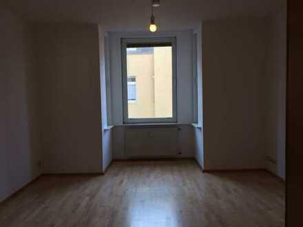 Vollständig renovierte 2-Zimmer-Wohnung mit Balkon und EBK in Essen-Holsterhausen