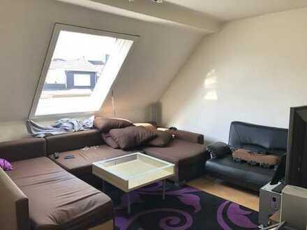 ***Schöne Dachgeschoss mit Laminatböden, Duschbad & Wohnküche mit EBK***