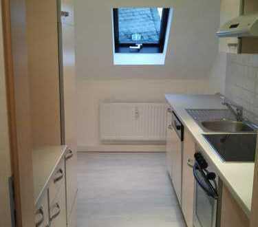 Gepflegte 2,5-Zimmer-DG-Wohnung mit EBK in Plauen