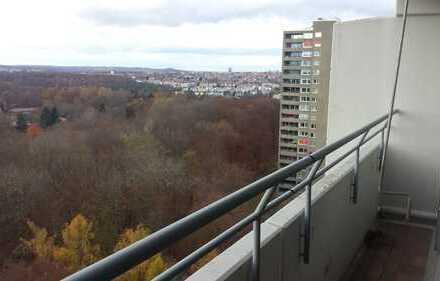 Stilvolle, modernisierte 3-Zimmer-Wohnung mit Balkon und EBK in Stuttgart Asemwald