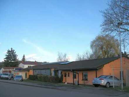 Anwesen mit Wohnhaus, KFZ-Werkstatt und Halle