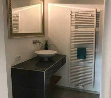 Neuwertige 2,5-Zimmer-Wohnung mit Terasse und EBK in Renningen