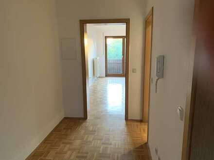 Günstige, gepflegte 2-Zimmer-Dachgeschosswohnung mit Balkon in Lengenfeld