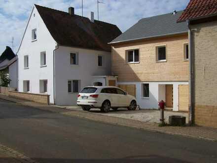 2 freistehende EFH auf 850 m2 Grund 2 Garagen, 3 Pkw-Stellplätze, provisionsfrei 299.000 Euro