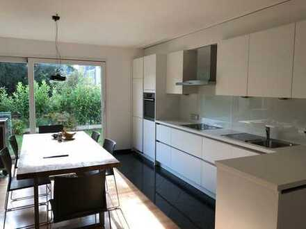 Neuwertige 3-Zimmer-Erdgeschosswohnung mit Einbauküche und Garten in Krefeld